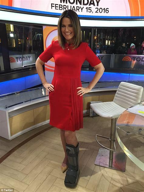 savannah guthrie legs savannah guthrie heading on maternity leave today show s savannah guthrie wears medical boot on her