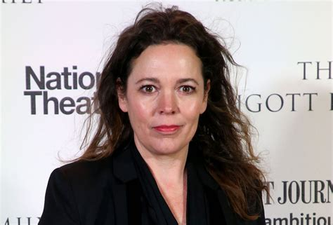 elizabeth actress crown the crown casts olivia colman as queen elizabeth for