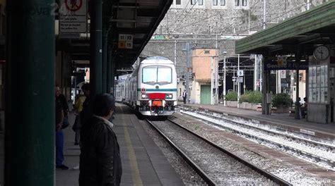 treno pavia genova treni ancora disagi sulla genova profughi sui