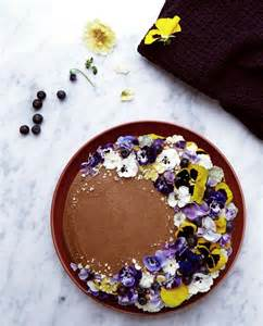 25 best ideas about edible flowers cake on