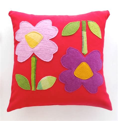 how to flower pillow with applique template poppet makes
