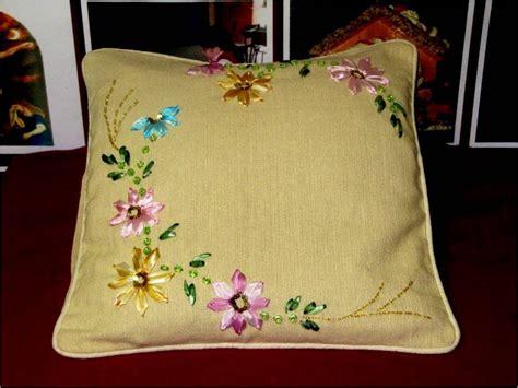 como hacer bordados con flores de liston bordados con cintas coj 237 n con flores youtube