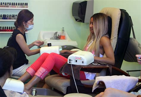 videos of crossdressers getting their nails of crossdressers getting their nails done at a salon got