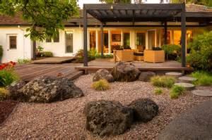 jardin moderne avec du gravier d 233 coratif galets et plantes