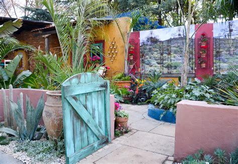 ?Mexican Colonial Hacienda Style Courtyard Garden