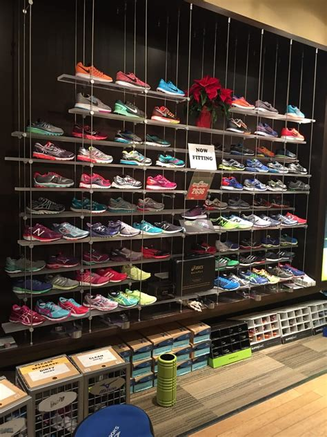 sporting shoe stores fleet sports shoe stores lincoln square chicago