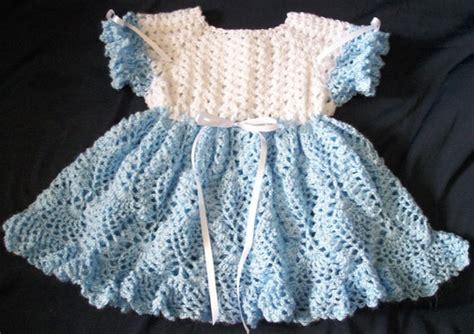 beyaz dantel elbise modeli ev dekorasyon fikirleri mavi beyaz renkli bağcıklı yeni sezon dantel bebek elbise