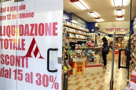 libreria mondadori macerata chiude la libreria mondadori affondati da troppa