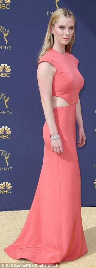 alison brie emmy nominations glow s betty gilpin and alison brie flaunt tiny waists at