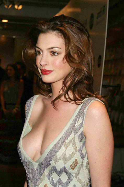 anne hathaway in photos actress navel photo pics