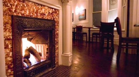 Fireplace Screens Vancouver by 14 Bars And Restaurants With Fireplaces In Vancouver