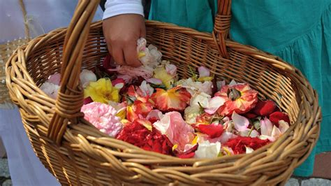 Hochzeit Brauch by Blumenkinder Auf Der Hochzeit Brauch F 252 R Die Ganze Familie