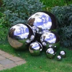 10 diy decorative garden balls