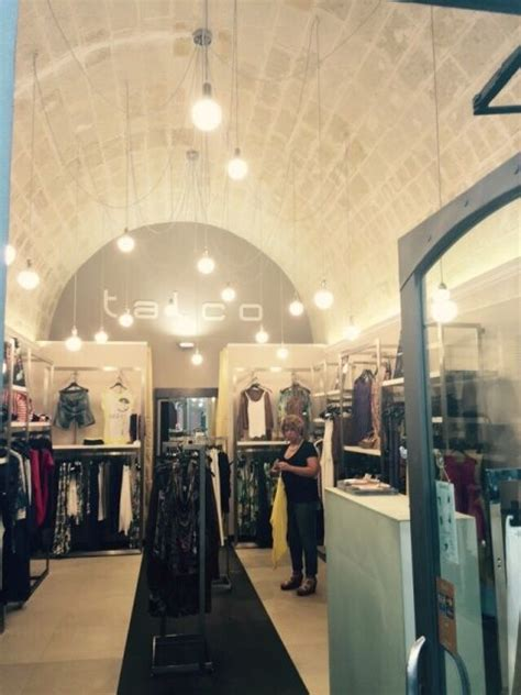 illuminazione negozi abbigliamento pi 249 di 25 fantastiche idee su illuminazione per tavolo da