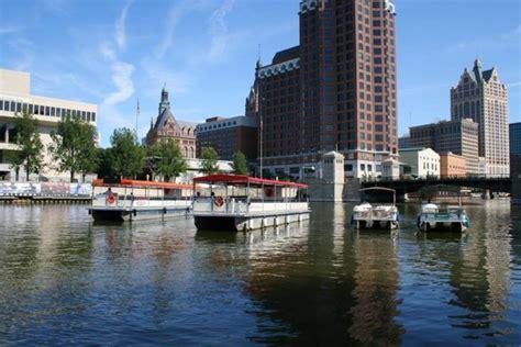 riverwalk boat cruise riverwalk boat tours is best riverboat cruise in milwaukee