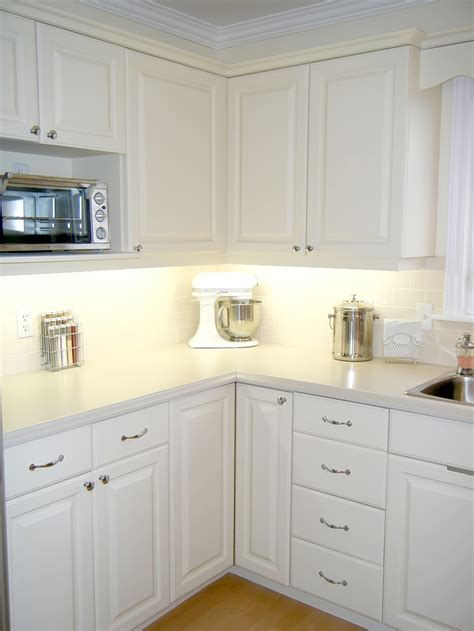 repainting kitchen cabinets best 25 repainting cabinets ideas on