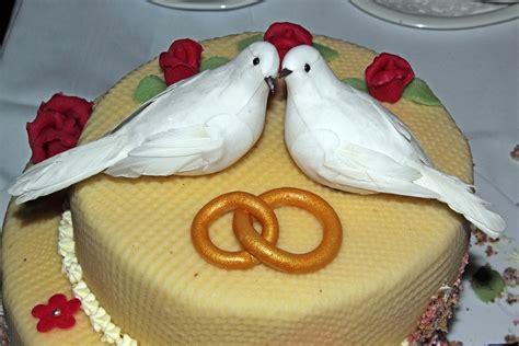 Hochzeitstorte Ringe by Kostenloses Foto Hochzeitstorte Tauben Ringe