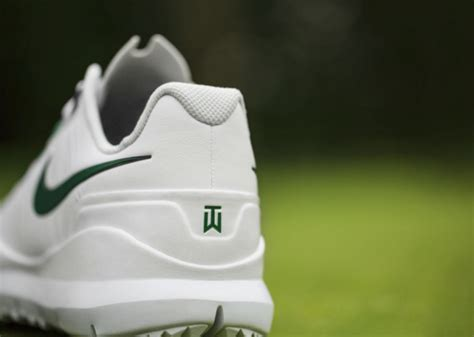 Limited Edition Tas Nike Laris nike tw 14 limited edition tiger woods signature golf shoes freshness mag