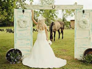 shabby chic barn wedding by andie freeman photography