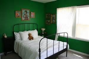 Green Bedroom Walls Gallery For Gt Dark Green Bedroom Walls