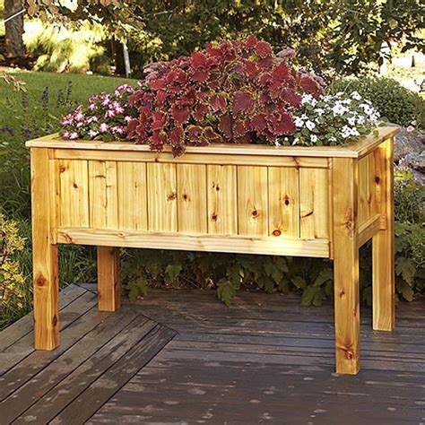 raised planter box woodworking plan from wood magazine