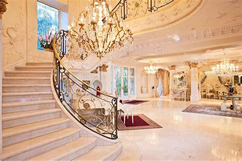 contoh ruang depan mewah tangga rumah luxury design