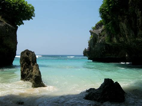 amazing  suluban beach bali indonesia