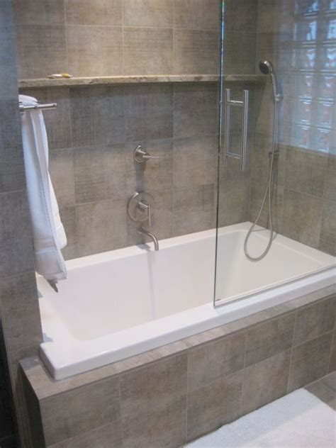 small jacuzzi bathtubs small jacuzzi bathtub home design ideas and pictures