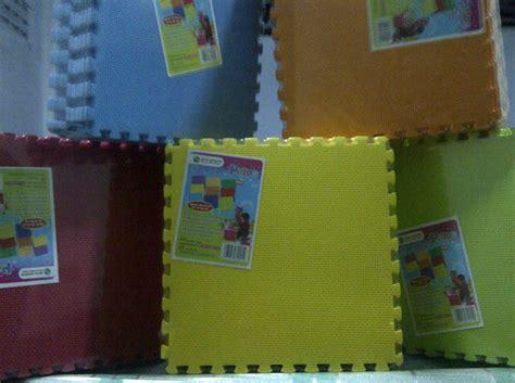 Karpet Plastik Bergambar tikar quot jerapah shop quot tersedia karpet keluarga