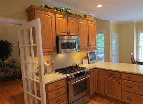 what paint color goes best with honey maple cabinets