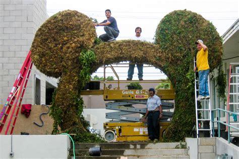 disney topiary frames on the hedge topiary artist joe kyte talks disney