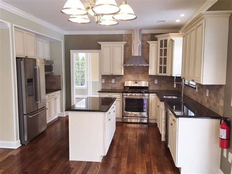 5 Day Kitchen Cabinets by Best 25 Brown Granite Ideas On 5 Day