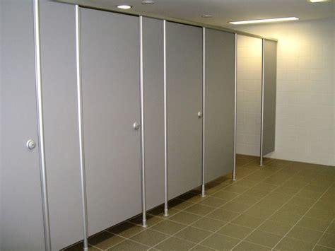 porte per bagni pubblici parete divisoria per bagni in hpl vk13 by erwil