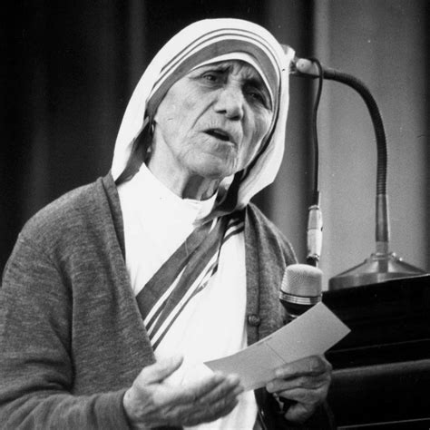 mother teresa nobel peace prize biography in hindi mother teresa was born this day in 1910