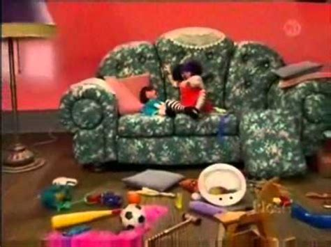 big comfy couch rub a dub big comfy couch molly s 10 second tidies youtube