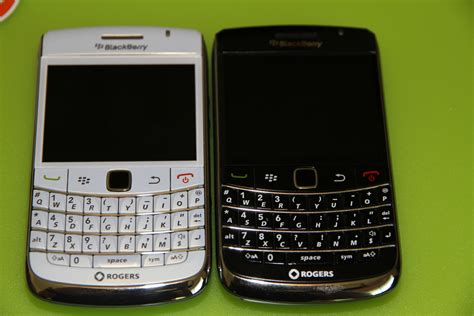 blackberry onyx1 white and black white blackberry bold 9700 gets unboxed and fondled