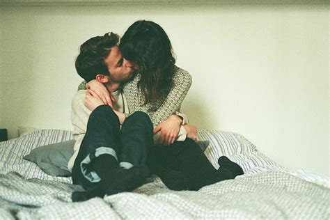 cute couples in bed bed couple cute kiss image 532462 on favim com