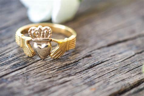 12 nerdy wedding rings for men