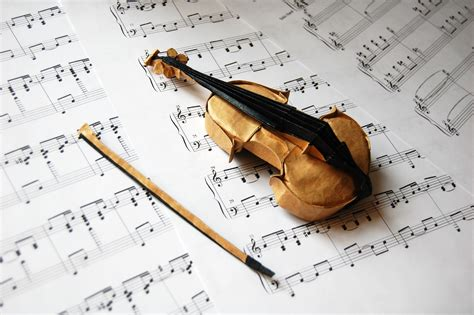 How To Make A Paper Violin - take a minuet to look at this amazing themed origami