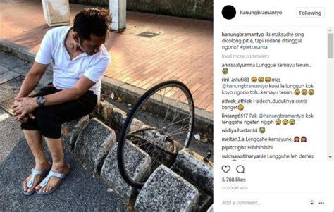 Celetuk Bahasa bikin salah fokus netter soroti cara duduk hanung bramantyo di foto ini kabar berita