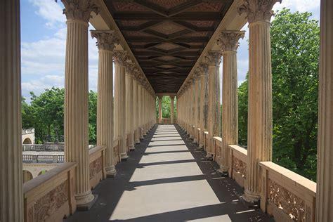 colonnade wikipedia