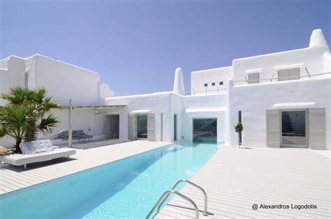 beautiful all white house with pool 14 fotos de casas modernas del mediterr 225 neo en grecia