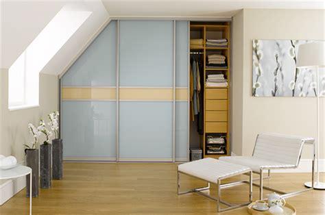 begehbarer kleiderschrank dachschräge selber bauen schlafzimmer einrichten gold