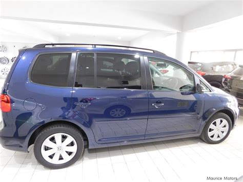 dark blue volkswagen used volkswagen golf touran dark blue 2014 golf touran