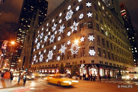 my favorite christmas window decorations in new york julie hibbard new york city christmas