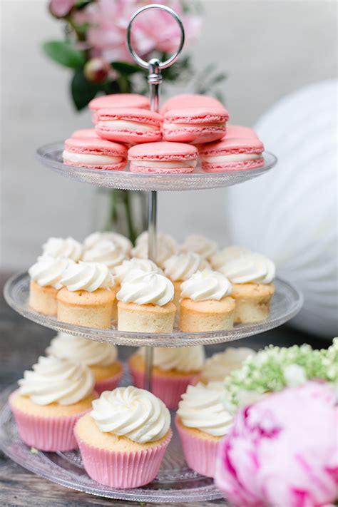 etagere cupcakes sweet table f 252 r die hochzeit friedatheres
