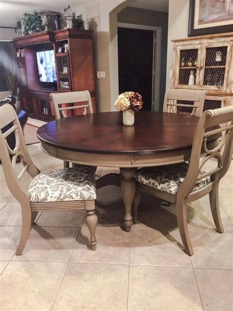 How To Paint Dining Room Furniture by Best 25 Coco Chalk Paint Ideas On Painted China Hutch Light By Coco And