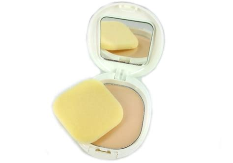 Bedak Padat review bedak padat pigeon compact powder yellow