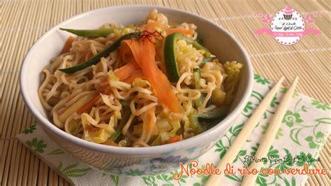 cucina cinese calorie noodle di riso con verdure ricetta orientale 208 calorie