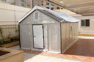 ikea flat pack homes ikeaがたった4時間で組み立て可能なソーラーパネル内蔵の仮設住宅を発表 gigazine